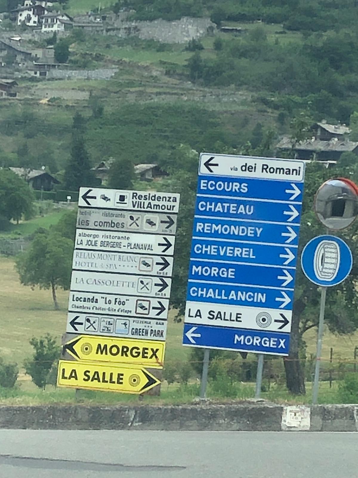 """1 - Arrivati qui andare a destra, seguire la direzione del Cartello """"Morge"""""""